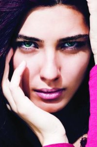 turkish model and actress Tuba Buyukustun glam photo shoot with full makup face closeup