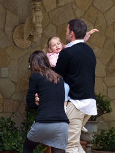 Ben Affleck and Jennifer Garner spotted with their kids as they go to dinner at Toscana on April 4th 2010 for Easter event 3