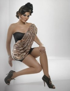 haifa Wehbe full makeup picture in a studio