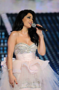 picture on April 9th 2010 from the 8th prime of Star Academy seven of Haifa Wehbe on stage wearing a light pink dress