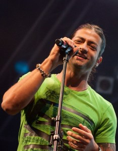 Fadi andrawos wallpaper during a concert 5