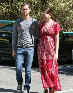 Anne Hathaway seen with her boyfriend Adam Shulman while wearing ared casual maxi dress on April 9th 2010 in Studio City 3