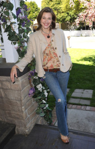 Brenda Strong attends the celebrity rally on ABCs Wisteria Lane to raise awareness about child hunger on April 7th 2010 in Universal City 1