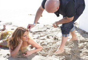 Julia Roberts behind the scenes of a photo shoot on the beach side for Allure Magazine 3