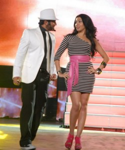 Tamer Hosny with Merhan Hussein on stage during a summer concert 3