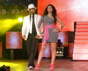 Tamer Hosny with Merhan Hussein on stage during a summer concert 4