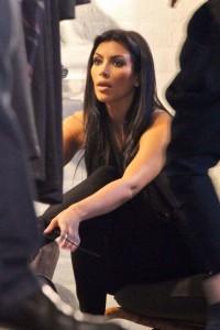 Kim Kardashian at the Aussie fashion store on April 18th 2010 at Oxford Street in Sydney 4