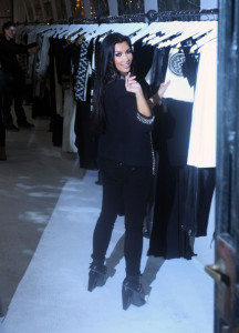 Kim Kardashian visiting Scanlan and Theodore on April 19th 2010 wearing skinny leggings and a gray blouse 3