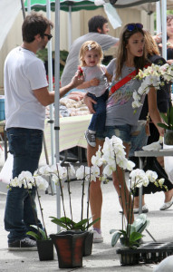 Alessandra Ambrosio picture with her boyfriend Jamie Mazur and their daughter Anja Louise buying some flowers on April 26th 2010 in Santa Monica market 1