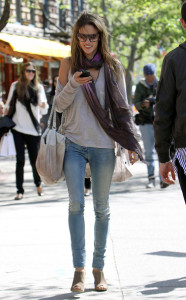 Alessandra Ambrosio picture on April 23rd 2010 as she arrives to brunch at Bar Pitti before shopping at an ATT store 2