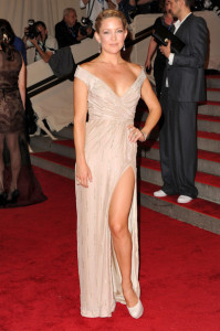 Kate Hudson attends the Costume Institute Gala of the American Woman Fashioning a National Identity exhibition on May 3rd 2010 at The Metropolitan Museum of Art 1