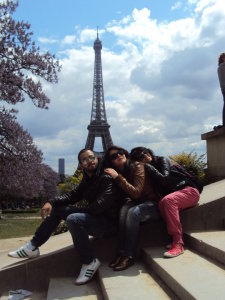 Mohamad Ramadan picture along with Asma Mahalawi and Rahma Ahmad during their prize trip to Euro Disney in Paris 1