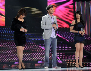 the three nominees Badria Al Sayyed, Rahma Ahmad and Rami Chemali singing at the fifteenth prime on May 28th 2010 of the 7th season of star academy