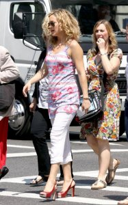 Kate Hudson spotted on May 26th 2010 at the filming set of Something Borrowed in New York 4