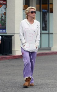 Britney Spears spotted on May 27th 2010 as she was dropping her boys off at school in Los Angeles 3