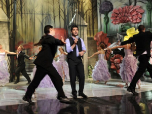 pictrure of the Star Academy 7 prime 16th finale with Nassif Zeitoun on stage singing as part of a tableau