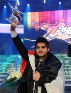pictrure of the Star Academy 7 prime 16th finale while Nassif Zeitoun od Syria is announced as the winner 1