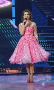 pictrure of the Star Academy 7 prime 16th finale while Hilda Khalife the show presenter on stage 3