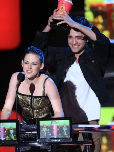 Robert Pattinson and Kristen Stewart on stage during the 2010 MTV Movie Awards held at the Gibson Amphitheatre on June 6th 2010 at Universal Studios in California 2010 MTV Movie Awards Show ziQvCfxJiAWl