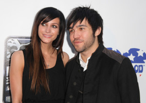 Pete Wentz and his wife Ashlee Simpson arrive to St Judes 30th anniversary of The Empire Strikes Back at Arclight Cinema on May 19th 2010 in Los Angeles 4