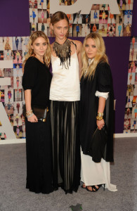 Ashley Olsen and Mary Kate Olsen arrive at the 2010 CFDA Fashion Awards at Alice Tully Hall at Lincoln Center on June 7th 2010 in New York City 5