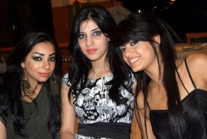 Rahma Ahmed Siba3i picture after star academy season seven at the finale prime dinner party with her sister