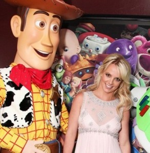 Britney Spears arrives at the Toy Story 3 premiere held on June 13th 2010 at the El Capitan Theatre in Hollywood 4
