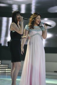 picture from the Star Academy 9th Prime on May 27th 2011 of student Lian Bazlamit singing along with Mai Selim