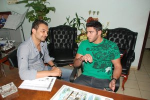 photo of Karim Kamel backstage during an interview with Alwasat Al Fanni Program 2