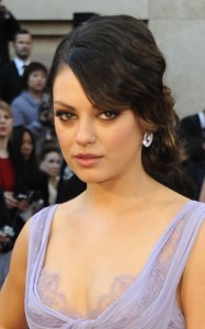 Mila Kunis spotted on February 27th 2011 as she arrives on the red carpet of the Academy Awards wearing a glam light voilet dress