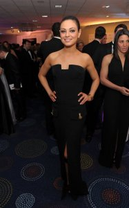Mila Kunis picture as she attends the White House Correspondents dinner on April 30th 2011 wearing a black strapless dress 3