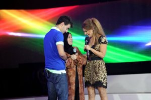 The eleventh prime of star academy on June 10th 2011 picture of Hilda Khalifeh with Ahmed Ezzat and his mom