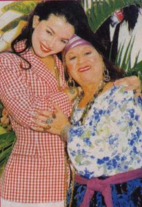 Coraima Torres photo from the drama series Kassandra with her grandmother