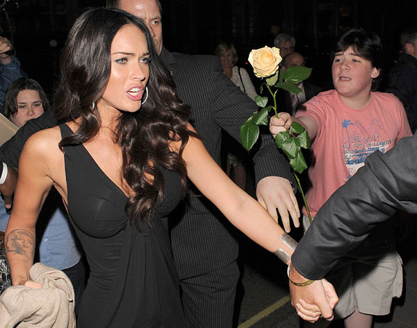 star Megan Fox a yellow rose, but unfortunately she couldn't see the kid