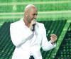 Massari singing on stage of starac6 on May 8th 2009