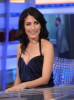 Lisa Edelstein picture as she appears on Spanish TV show El Hormiguero on april 16th 2010 wearing a casual blue denim pants 2
