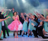pictrure of the Star Academy 7 prime 16th finale while Hilda Khalife the show presenter on stage dancing with the dancers 4